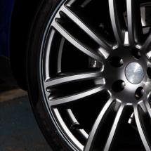 Close up of a Maserati Alloy Wheel with Graphite AlloyGators
