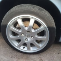 Silver Peugeot with silver alloy wheels and silver AlloyGator wheel protection