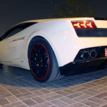 Close Up Of The Rear Of A White Lamborghini With Black Alloy Wheels And Red AlloyGator Alloy Wheel Protectors