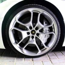 Close Up Of A White Lamborghini With Silver Alloy Wheels And Silver AlloyGator Alloy Wheel Protectors