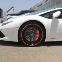 Front Of A White Lamborghini With Black Alloy Wheels And Red AlloyGator Alloy Wheel Protectors