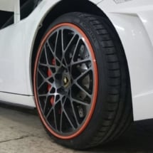 Close Up Of The Front Of A Lamborghini With Black Alloy Wheels And Red AlloyGator Alloy Wheel Protectors