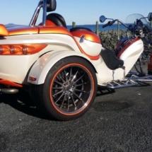 3 Wheeler Vehicle with Alloy wheel rim protectors